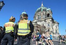 资料图:柏林警察在执勤。